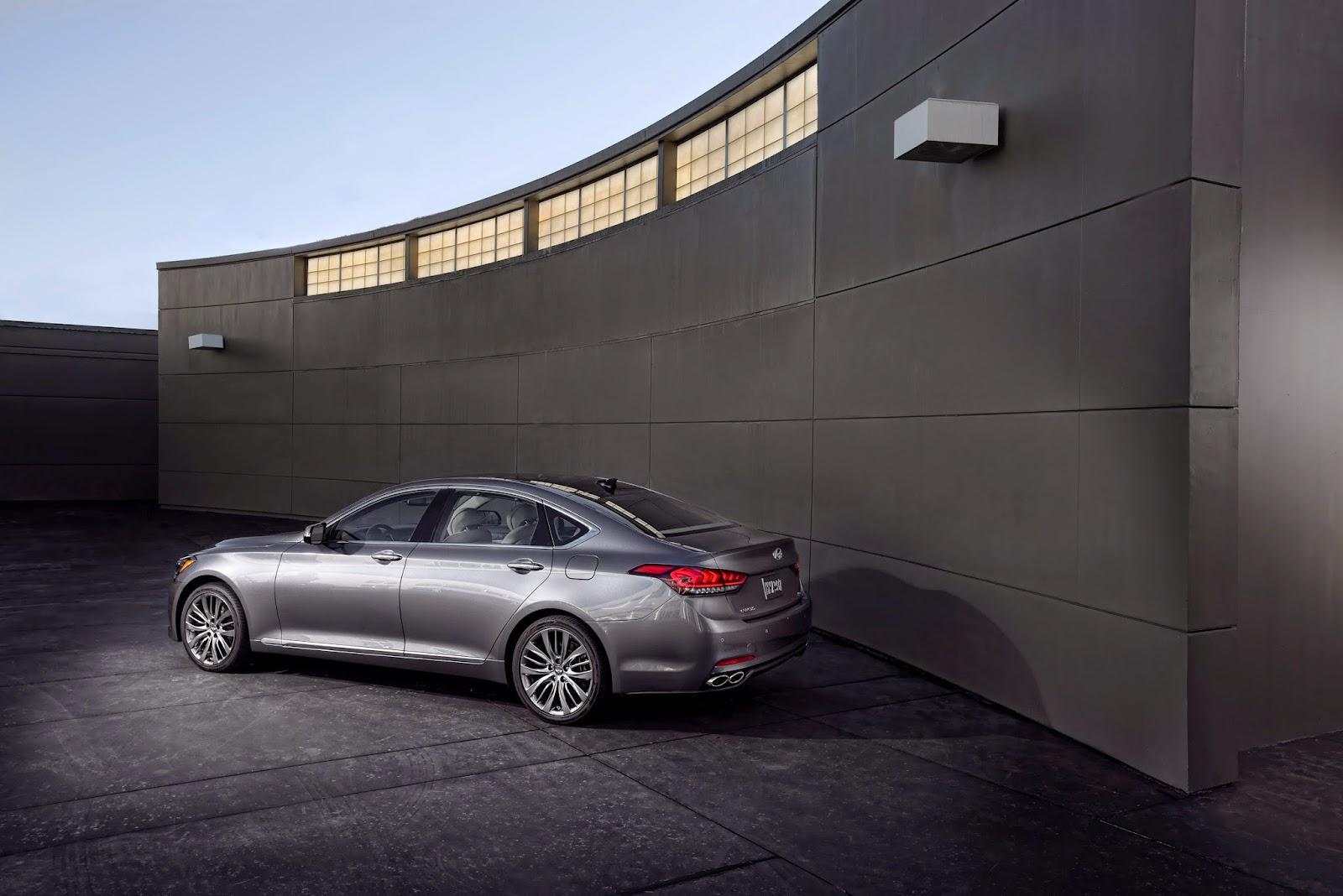 Rear 3/4 view of 2015 Hyundai Genesis