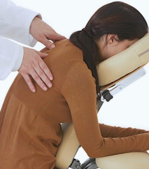 shiatsu passion fran oise couteron formation shiatsu assis sur chaise ergonomique. Black Bedroom Furniture Sets. Home Design Ideas