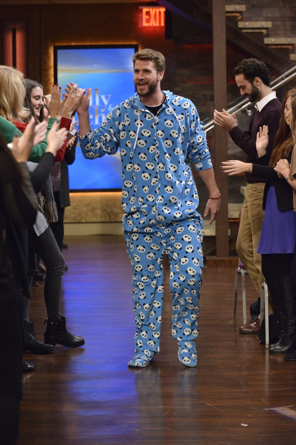 liam hemsworth live with kelly and michael hunger games mockingjay part 2