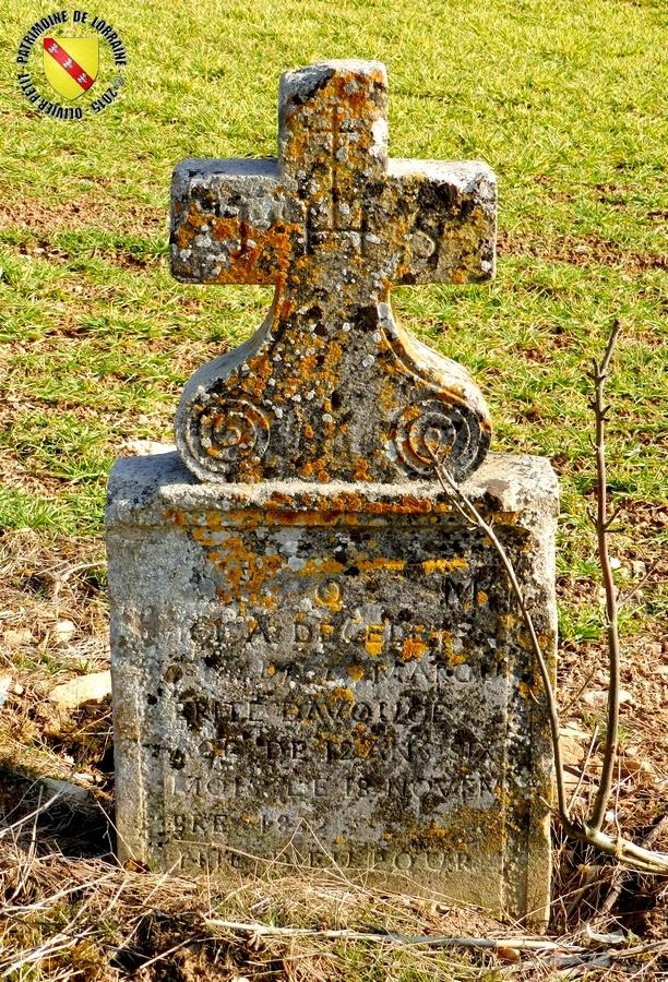 Autreville - Croix de Marguerite Davouce, décédée à 12 ans  le 18 novembre 1832