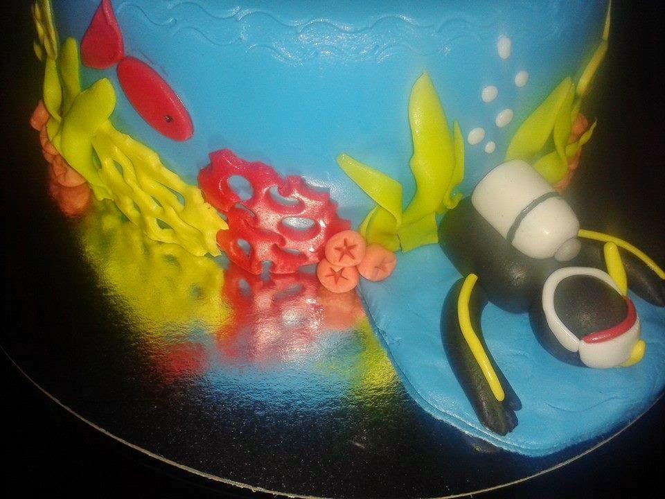 Tarta Buzo y Tiburon con fondo marino