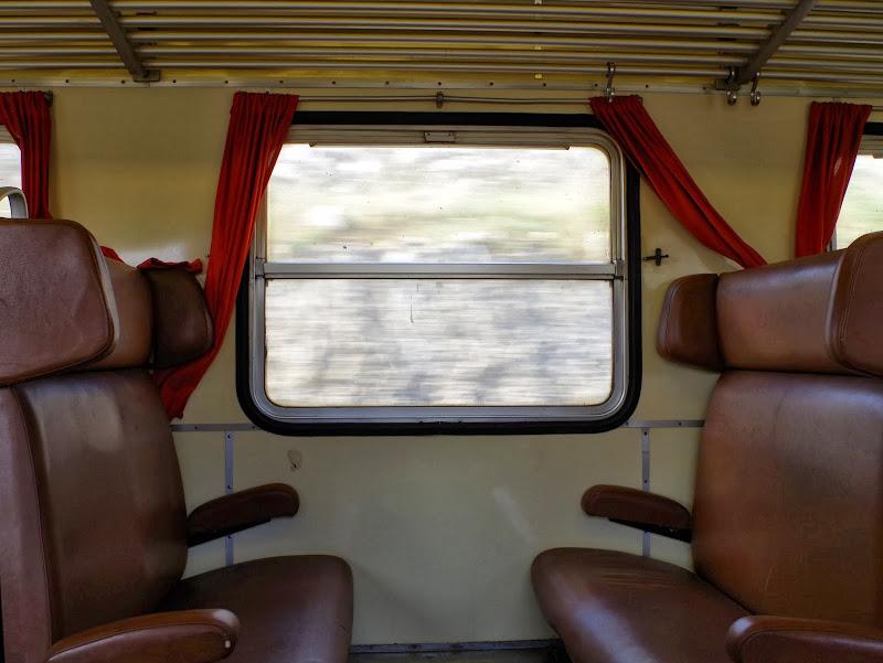 """Bahnfahrt im Süden Apuliens: Manche Züge sind noch im """"Retro-Look"""""""