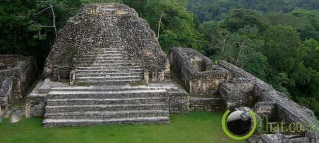 Sebuah Piramida Maya