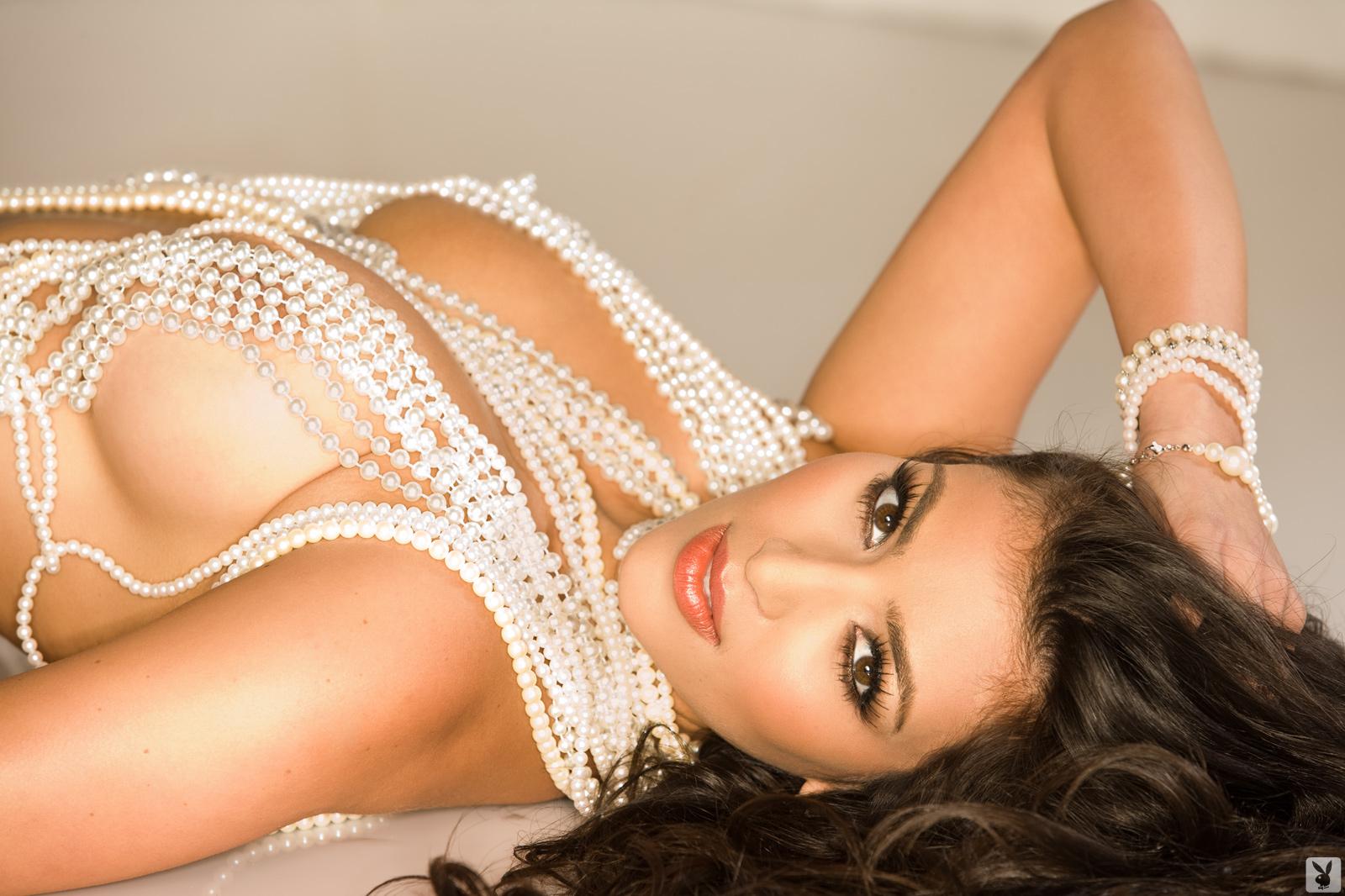 http://2.bp.blogspot.com/-IXGWcZlQ-cU/Tm0CgRl1Y1I/AAAAAAAACgA/c-YU-E93k0g/s1600/kim-kardashian-body-2011.jpg