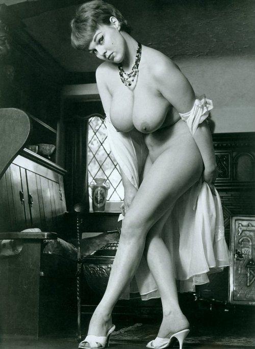 Ретро фото дам с большой грудью