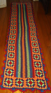 Trilho de crochê colorido