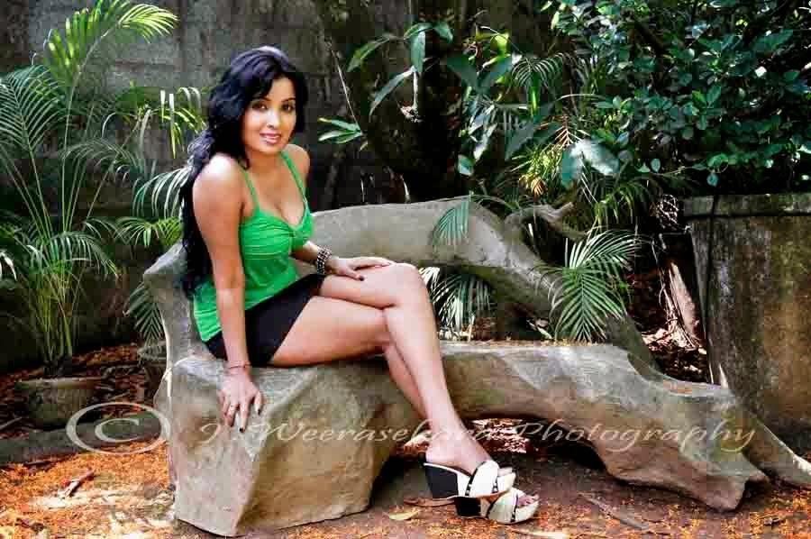 Nadeesha Attanayaka legs
