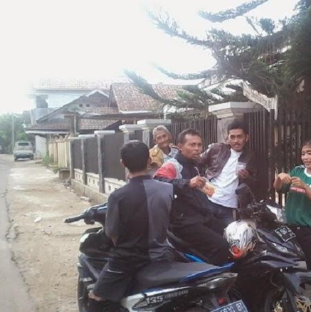 Acara di halaman kantor Desa