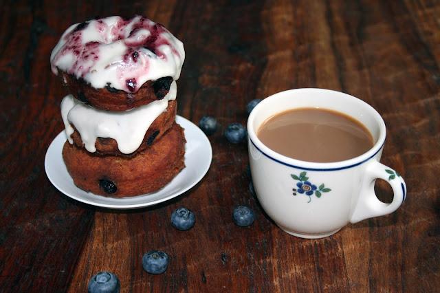 How to make blueberry coffee cake doughnuts