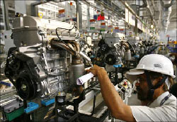 India's Manufacturing Growth Expands At Slowest Pace in 30-Months