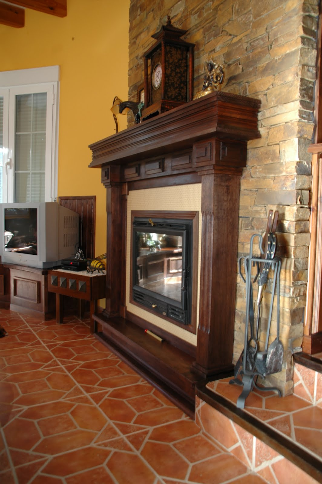 Carpinteria viosca roda decoraci n de chimenea - Madera para chimenea ...