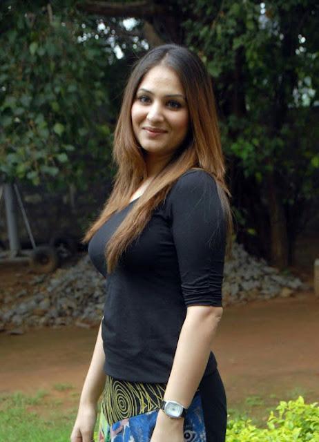Telugu Heroine Gowri Munjal Cute Images
