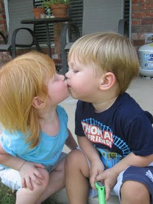 Cute Babies Kissing Photos