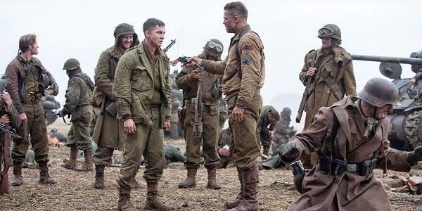Logan Lerman e Brad Pitt em CORAÇÕES DE FERRO (Fury)
