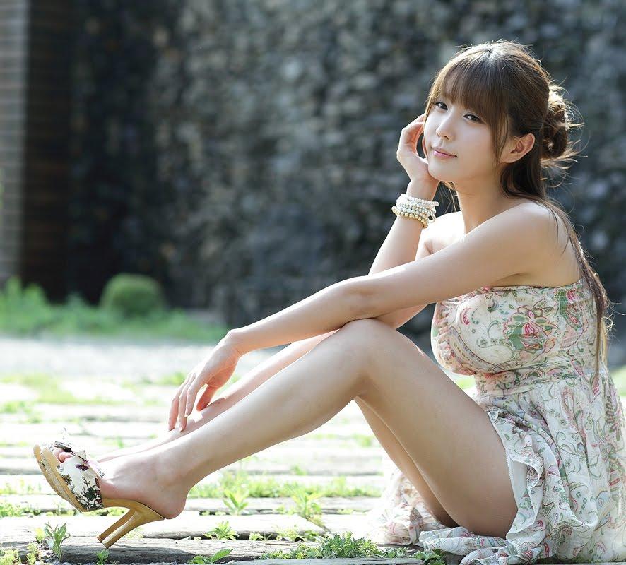 回忆只平添烦恼 (huí yì zhǐ píng tiān fán nǎo) - Memories only added trouble 谁能找回那欢笑 (shéi néng zhǎo huí nà huān xiào) - Who can get back that laughter (happiness) 最好回忆也随风飘 (zuì hǎo huí yì yě suí fēng piāo) - The best is the memories are also carried away by the wind