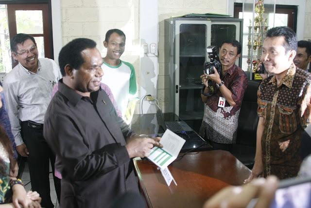 KLH Resmikan Bank Sampah di Palembang