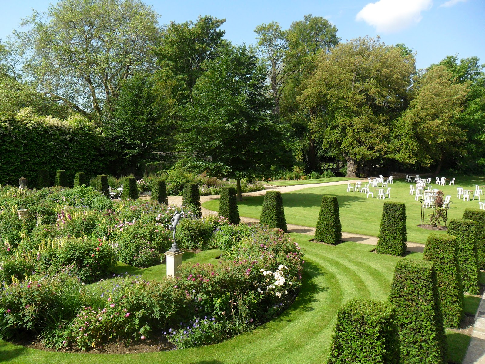 worcester college gardeners finishing touches for