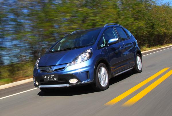 O Honda Fit Twist com traços mais modernos e itens diferenciados como para-choque com design exclusivo, com detalhes na cor alumínio fosco