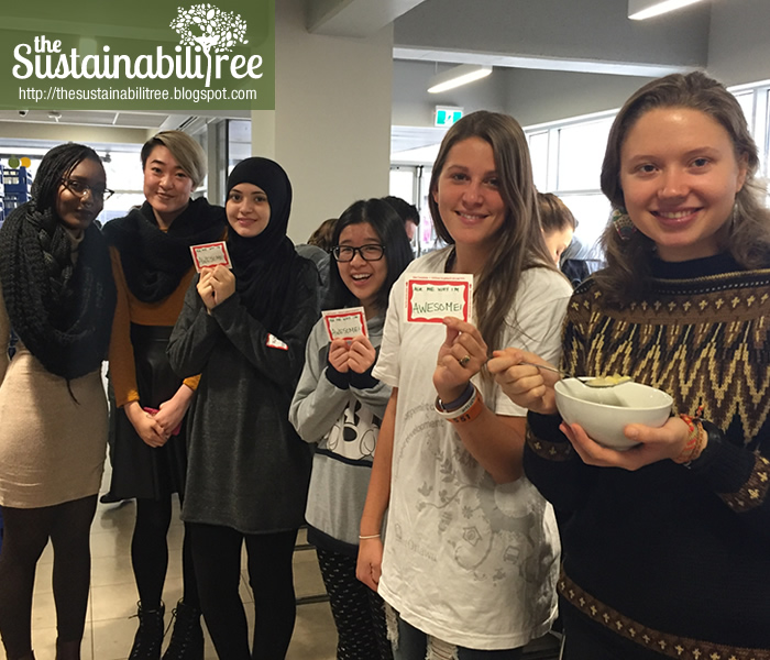 student volunteers at the uOttawa zero waste dining hall