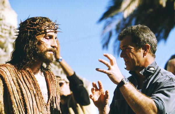 Jesús de Nazaret y Mel Gibson conversando durante el rodaje de la película La Pasión de Cristo en el 2004 | Ximinia