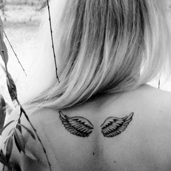 tatouage ange dans le dos - Tatouage d'ailes d'ange sur le dos femme et homme