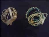 pulseiras perolas com laços de cetim