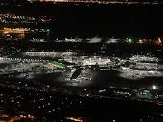 Freeway i280上空から見た、サンフランシスコ国際空港。 (airaccord )