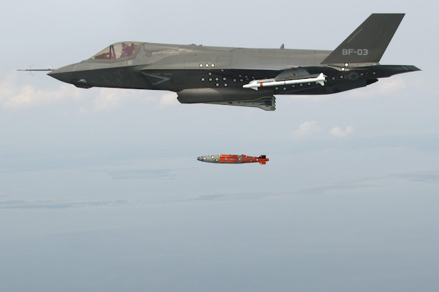 F-35 JSF missile launch