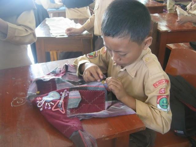 Life Skill : Memasang Kancing Baju
