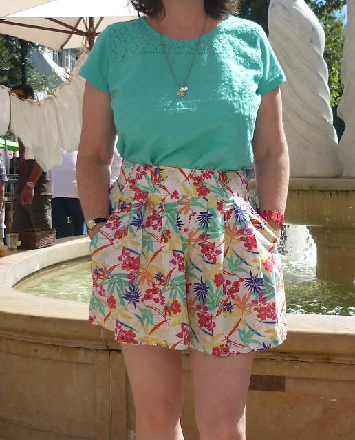 Hawaiian Print Shorts & Embroidery Top   Petite Silver Vixen