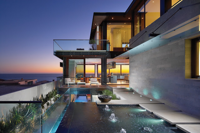 Picture of the open modern home overlooking the ocean