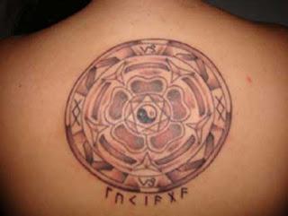 Mandala tatuagem de volta