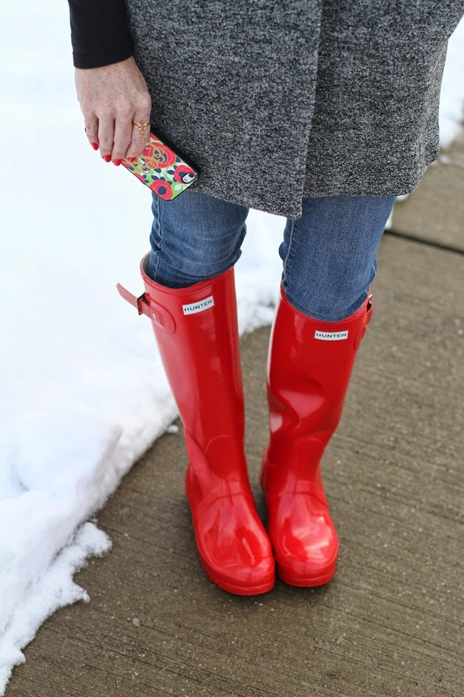 red rain boots, bindya scarf, hunter boots, short sleeve coat