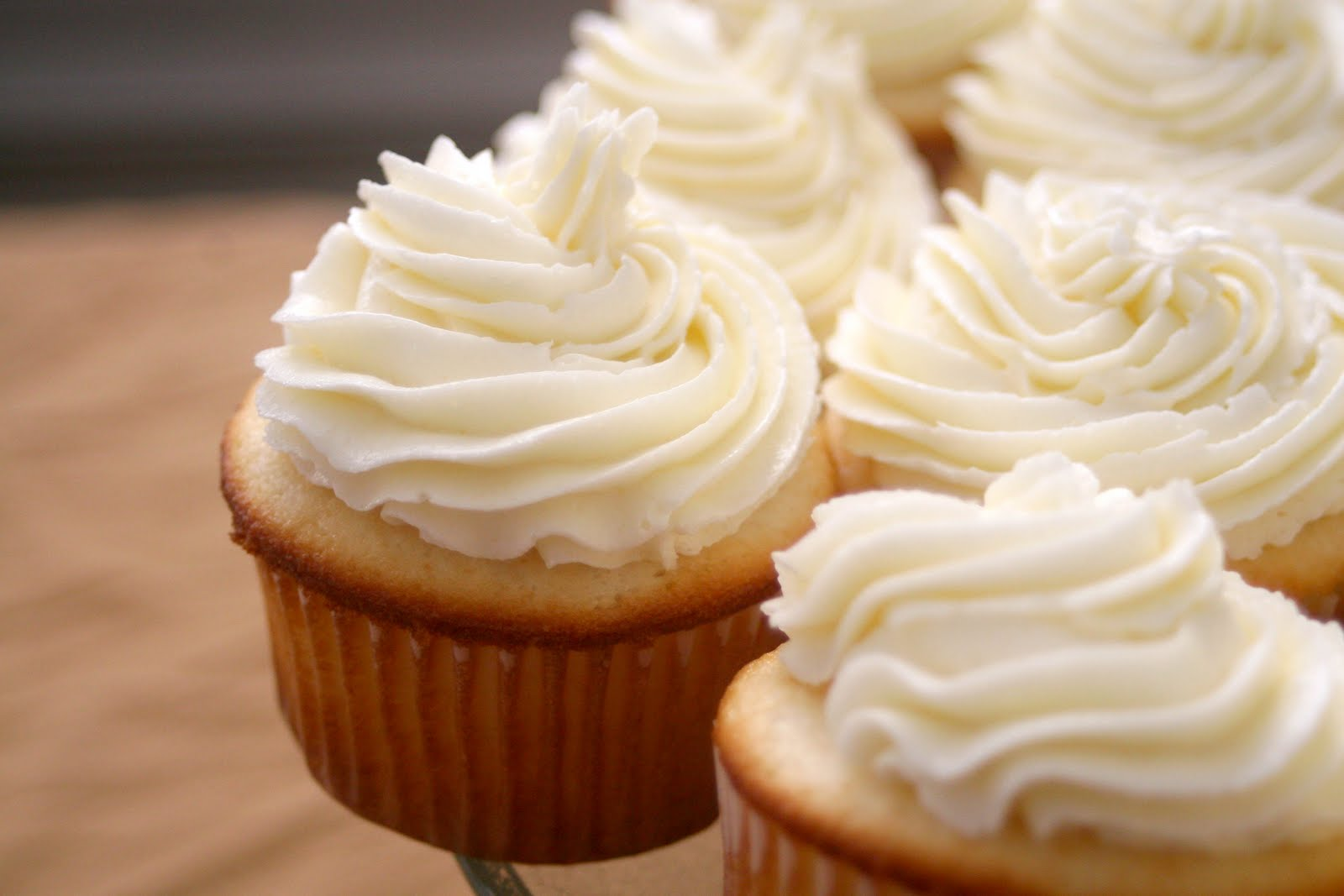 Perfect White Cupcake Frosting | Confessions of a Slacker Mom