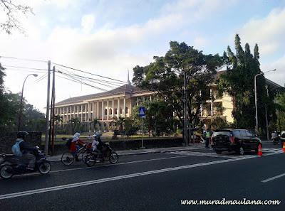 Gedung Pusat - Rektorat UGM
