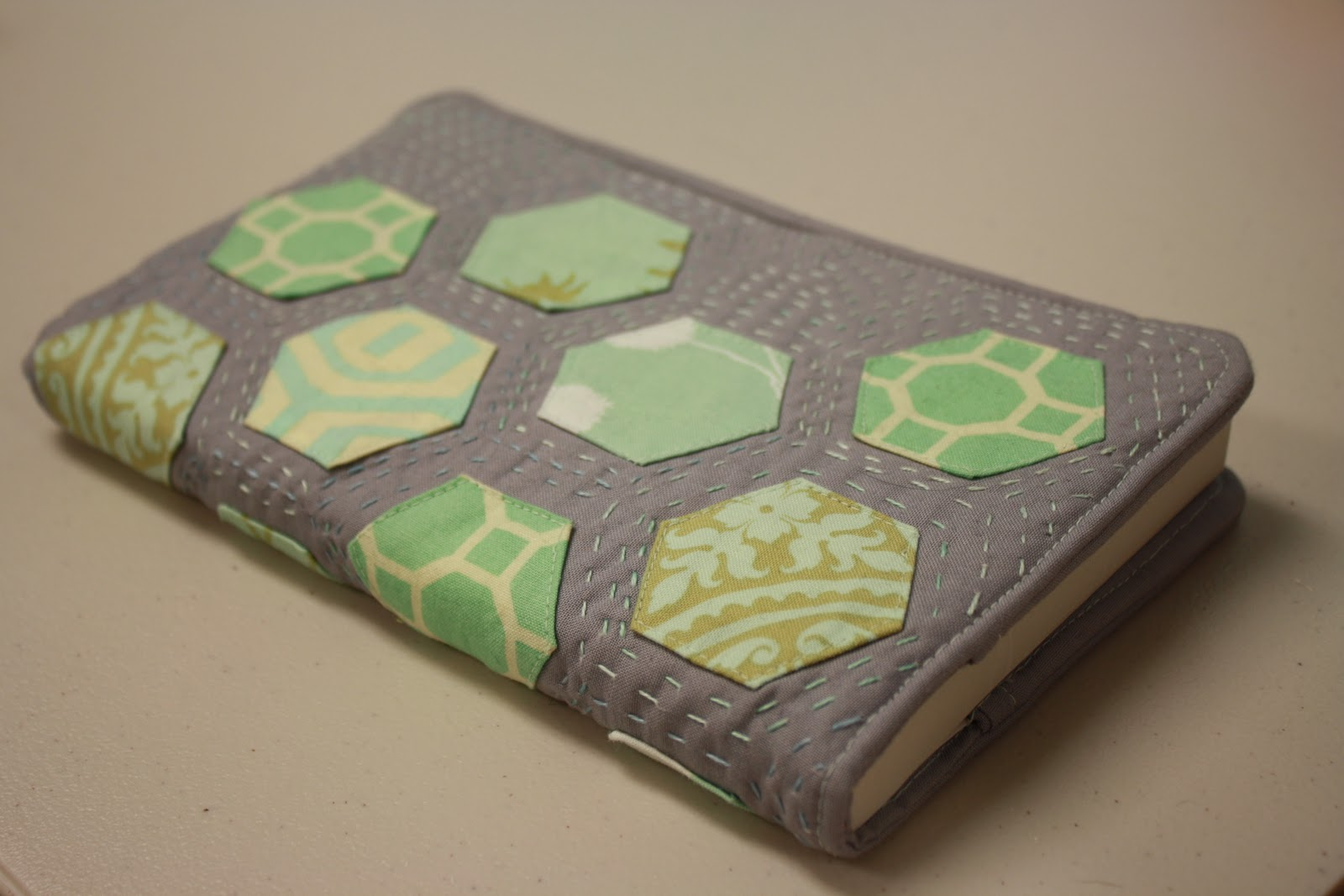 Free Quilted Paperback Book Cover Pattern : Threaded mess quilted paperback book cover part