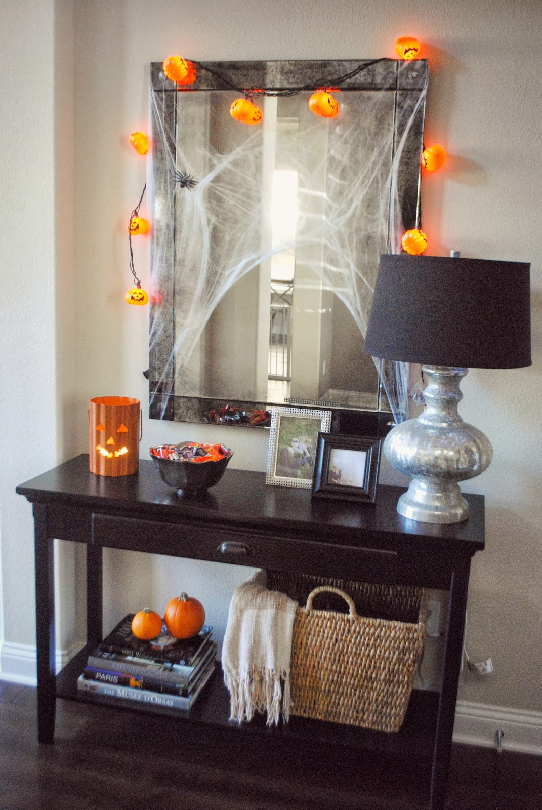 festive halloween table scape andee layne. Black Bedroom Furniture Sets. Home Design Ideas