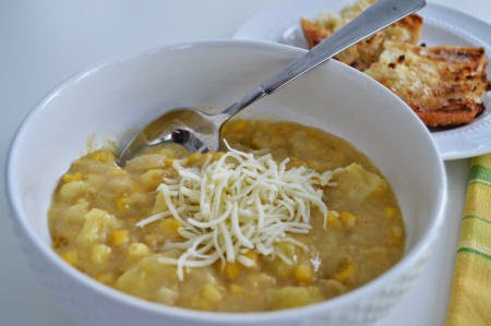 White-Cheddar Potato & Corn Chowder | seriously-lovely.blogspot.com