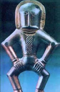 Astronauta de Kiev, tiene unos 2000 años de antigüedad y viste un extraño traje metálico con casco.