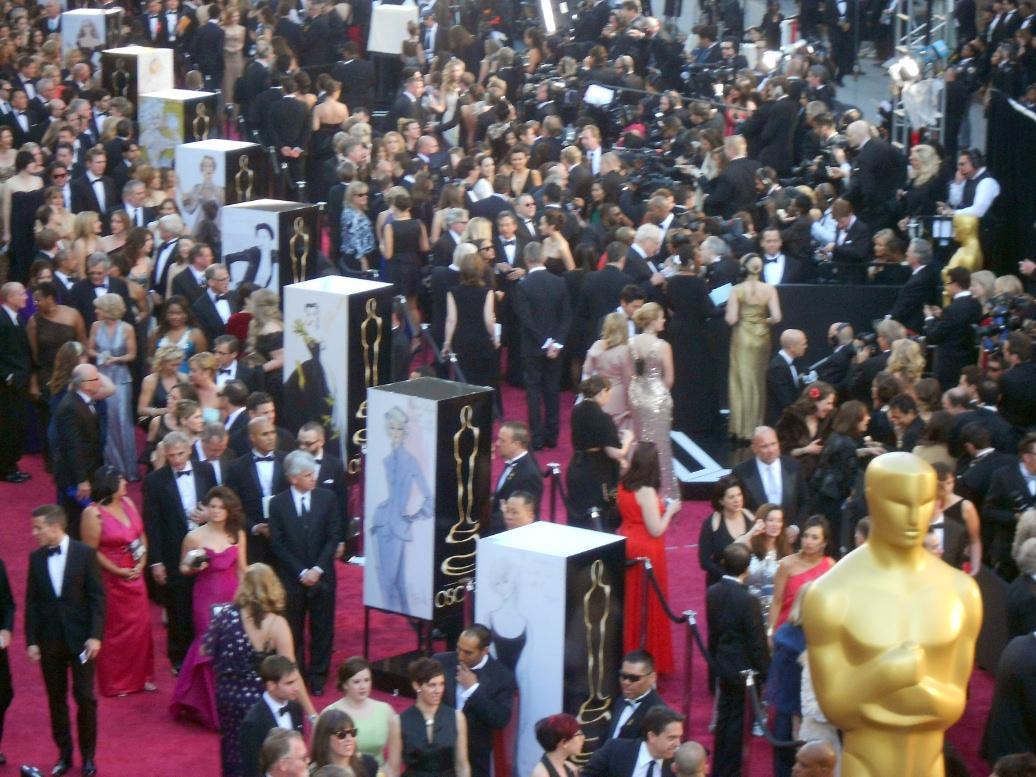 http://2.bp.blogspot.com/-IbU-dCyAMgI/US2pHX5Qx-I/AAAAAAAAqQI/cF0fF3xCIGs/s1600/Oscars_RedCarpet1.jpg