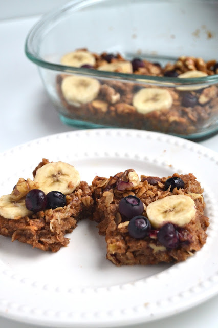 These blueberry banana granola bars are fiber and protein packed for a healthy snack to keep you on track! www.nutritionistreviews.com