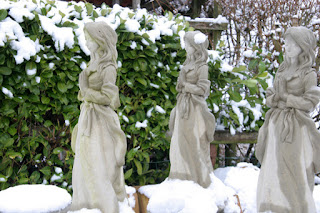 Snow ladies