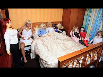 http://2.bp.blogspot.com/-IcDwAH9vy-w/TZPKipxHLEI/AAAAAAAAADA/DpcSs3W-Tuo/s1600/107593_boneka-seks-koleksi-wacky-bob-dan-lizzie-gibbins.jpg