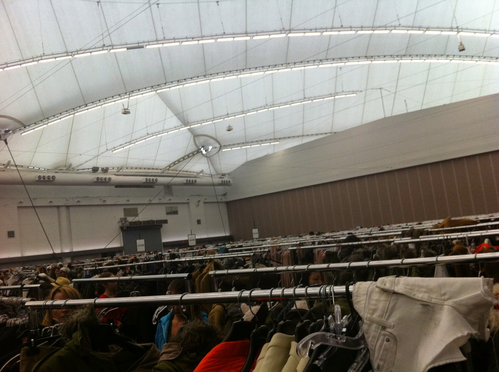 Aritzia Warehouse Sale in Vancouver
