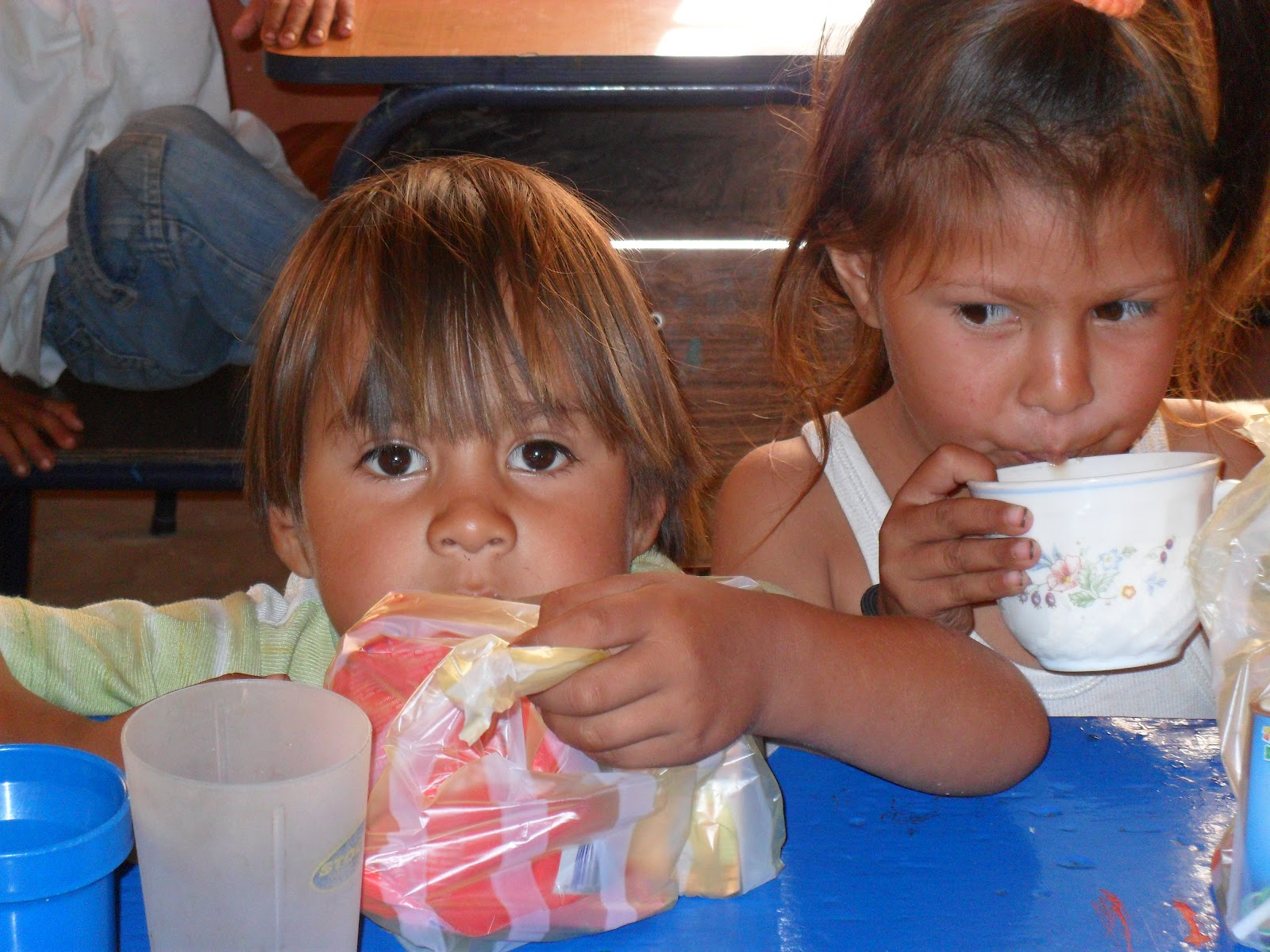 Vida nueva paraguay comedor infantil pacita i for Proyecto de comedor infantil