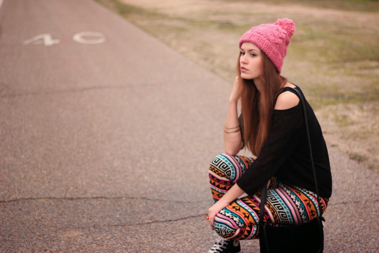 http://outfitdeldia.blogspot.com/2014/05/leggings-estampados-etnicos-o-tribales.html