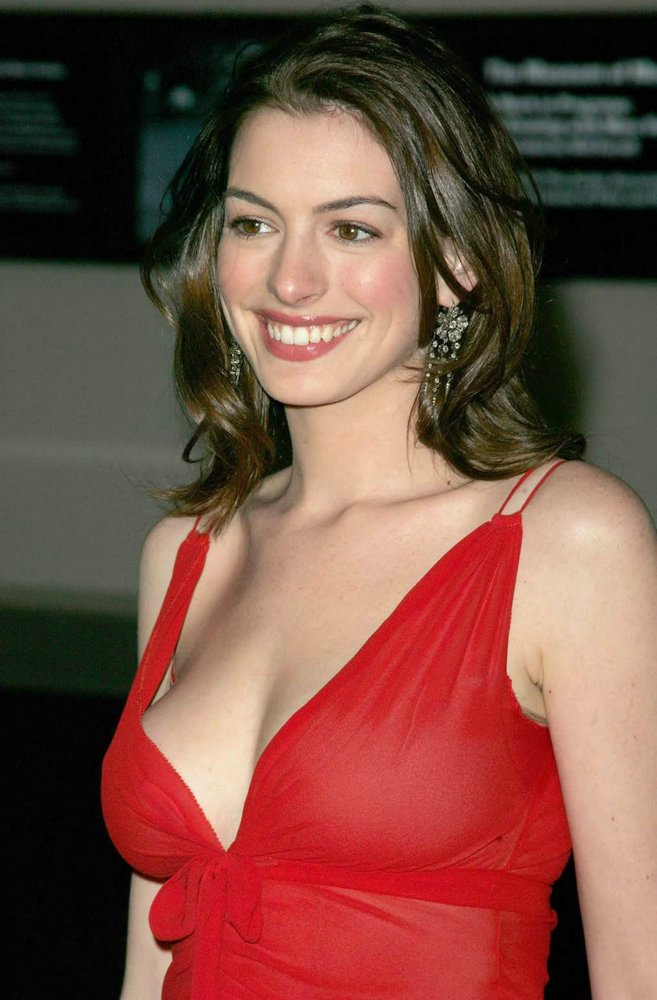 Anne Hathaway biography
