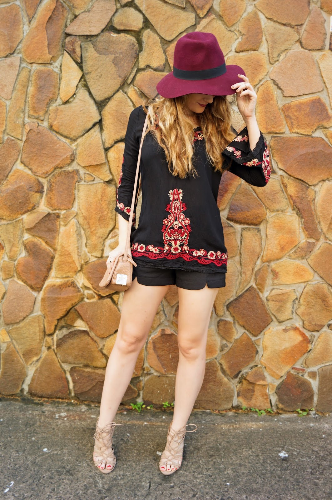 Loving this boho chic outfit!