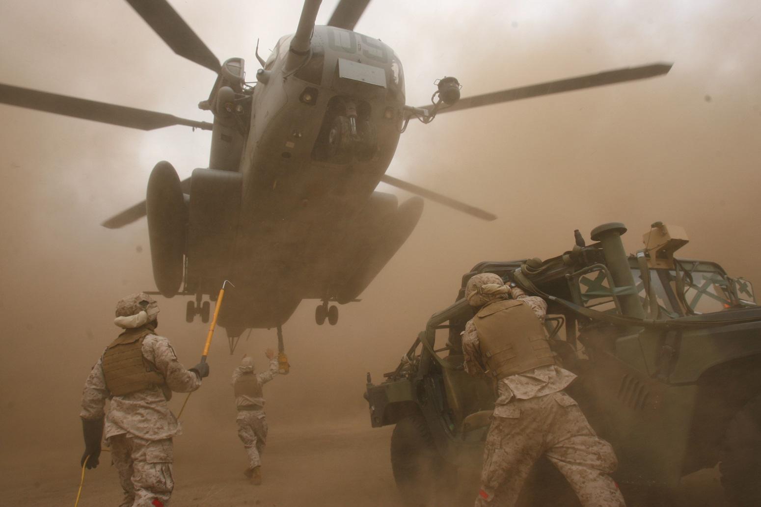 http://2.bp.blogspot.com/-Icwva8nIB9Q/UESxtruxV5I/AAAAAAAABF8/cCtZ8iKUYxg/s1600/military%2Bwallpapers%2Bhd%2B1.jpg
