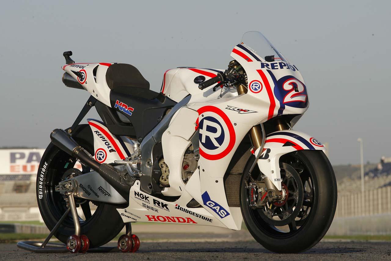 http://2.bp.blogspot.com/-Id15JL45XF4/TkF0cWD_LsI/AAAAAAAAJUg/ALR4jEWX0Oc/s1600/Dani+Pedrosa+Bikes+%25283%2529.jpg